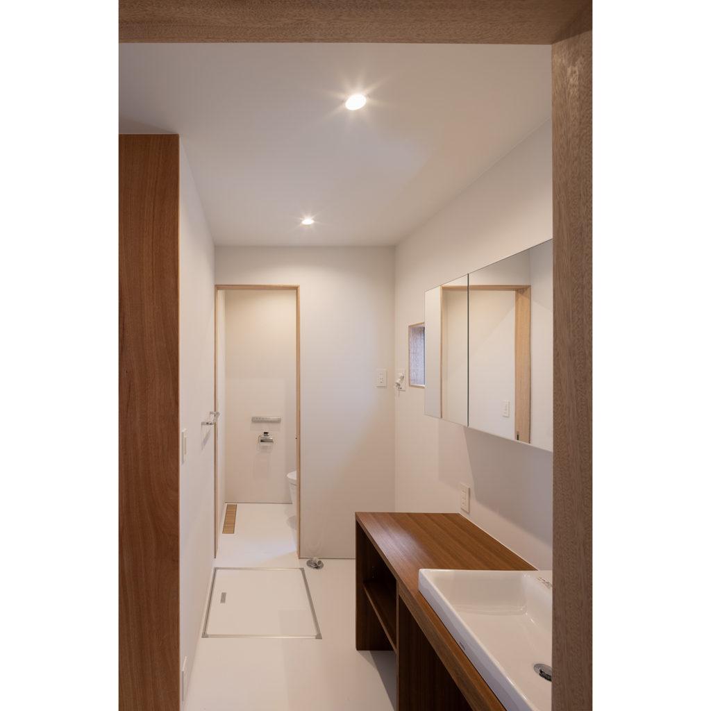 白い空間の洗面室