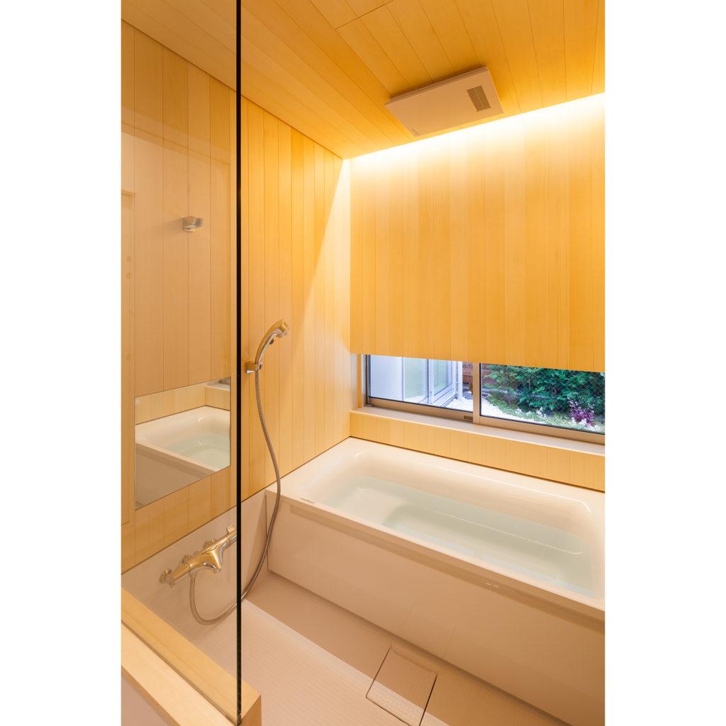 青森ヒバの浴室