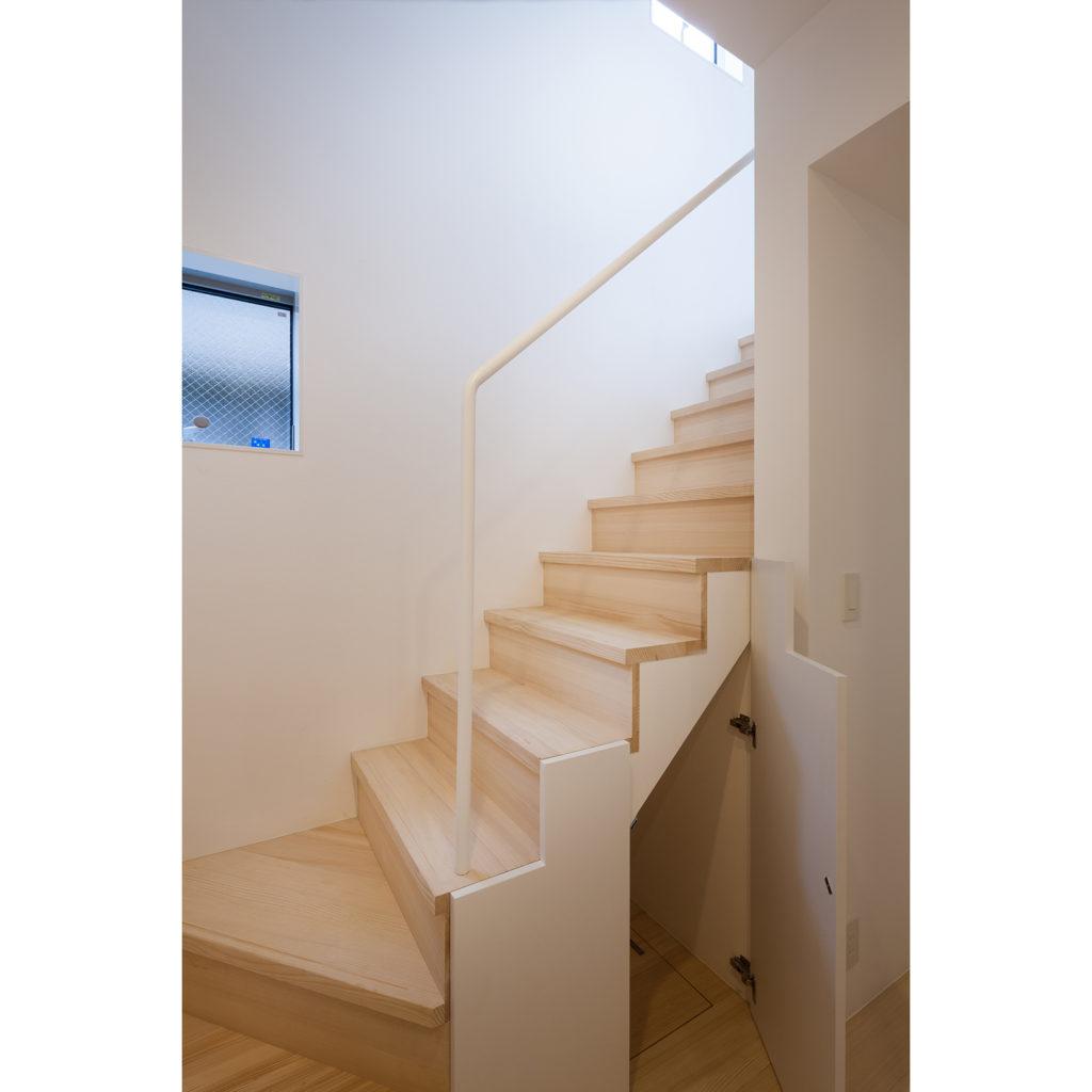 階段下にも収納